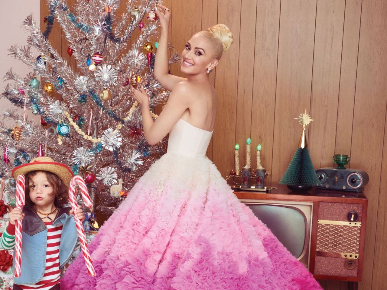 http://celebmafia.com/wp-content/uploads/2017/12/gwen-stefani-you-make-it-feel-like-christmas-photoshoot-3.jpg
