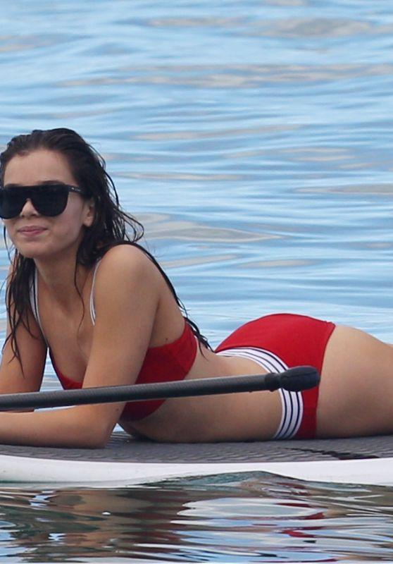 Bikini hailee steinfeld Hailee Steinfeld
