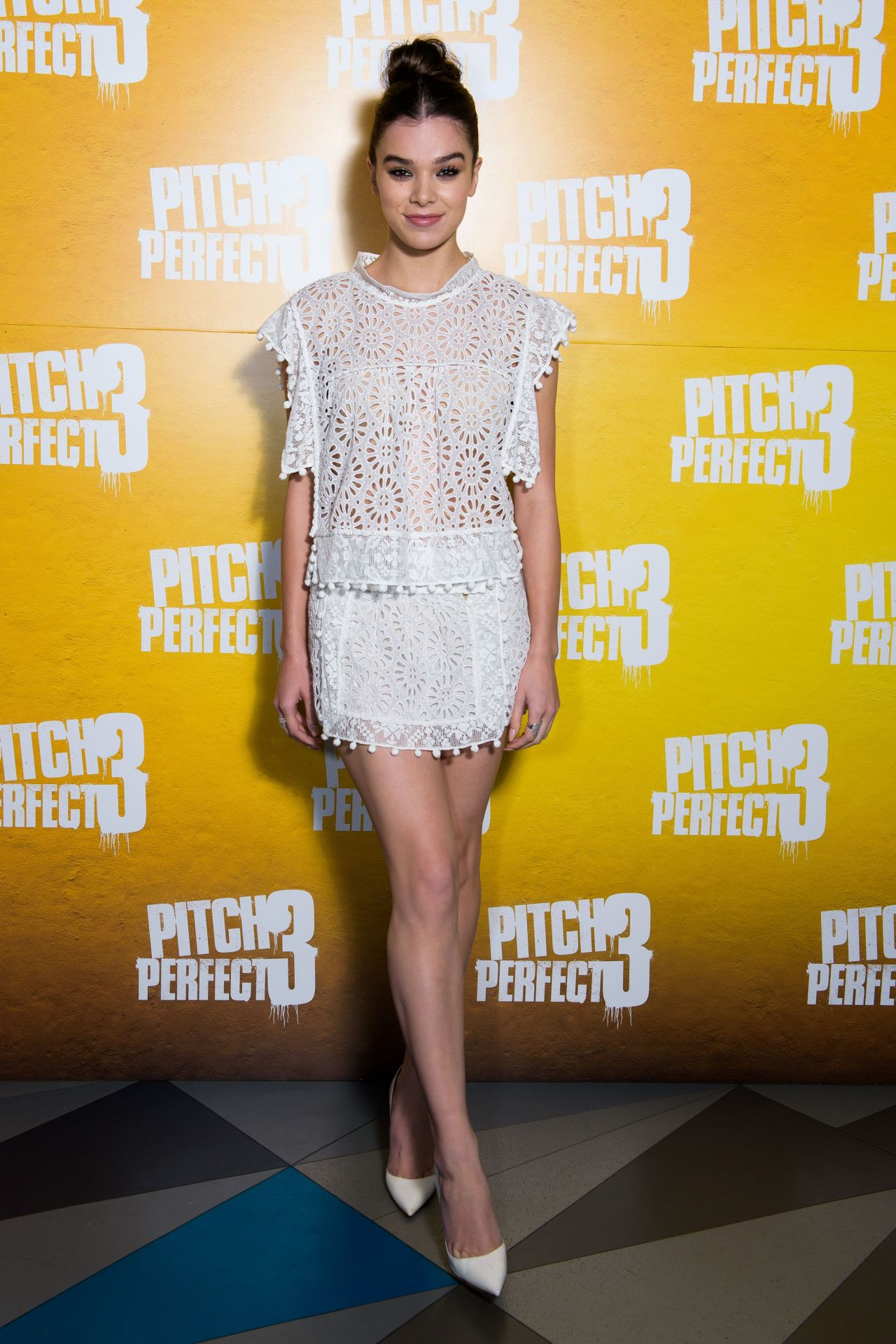 http://celebmafia.com/wp-content/uploads/2017/12/hailee-steinfeld-pitch-perfect-3-special-screening-in-london-1.jpg