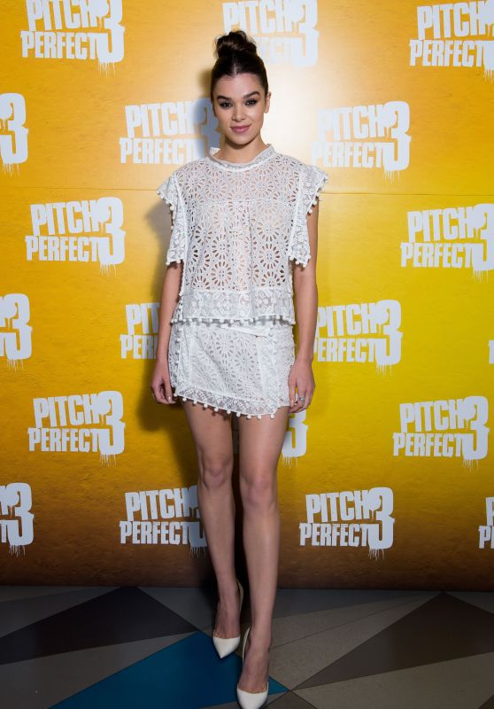 """Hailee Steinfeld - """"Pitch Perfect 3"""" Special Screening in London"""