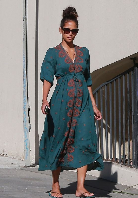 Halle Berry - Stops By a Nail Salon in West Hollywood