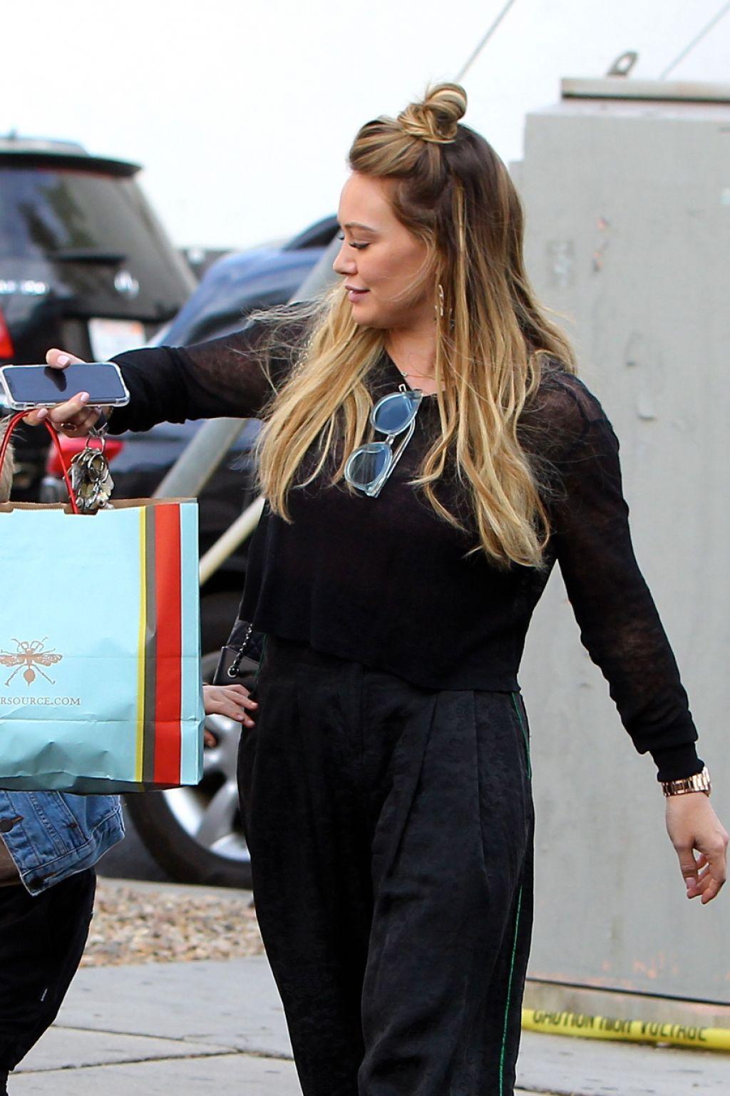 Hilary Duff Last Minute Christmas Shopping in LA 12/23/2017
