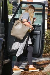 Hilary Duff - Stops by a Friend