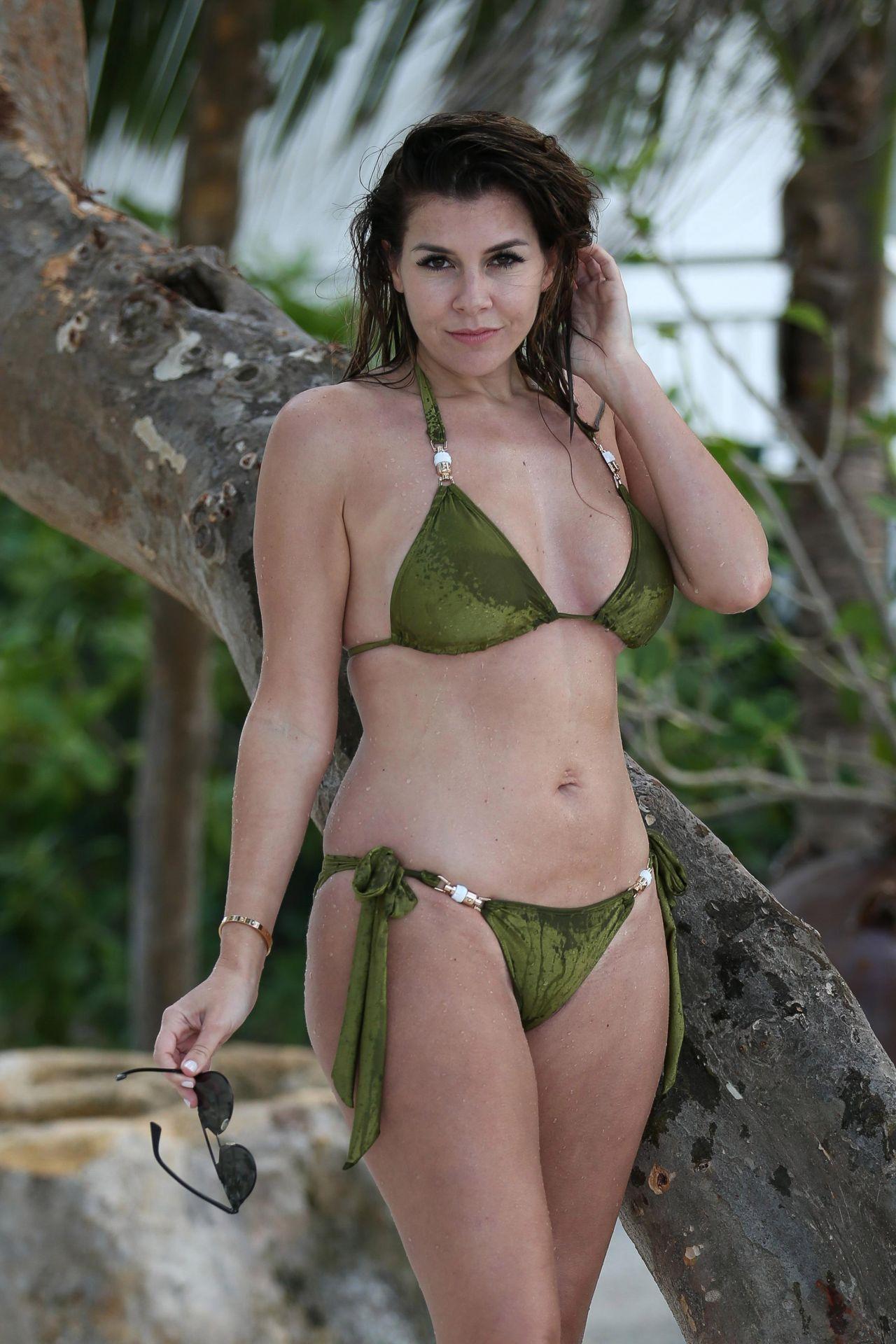 Imogen Thomas in Green Bikini in Miami Pic 6 of 35
