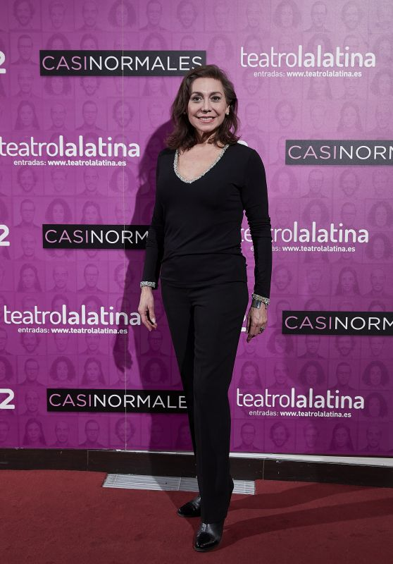 """Isabel Prinz – """"Casi Normales"""" Play Opening Night in Madrid"""