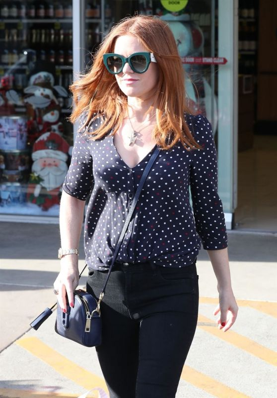 Isla Fisher Casual Style - Shopping in Beverly Hills 12/08/2017
