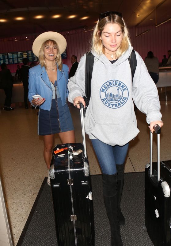 Jessica Hart and Ashley Hart - LAX in Los Angeles 12/15/2017