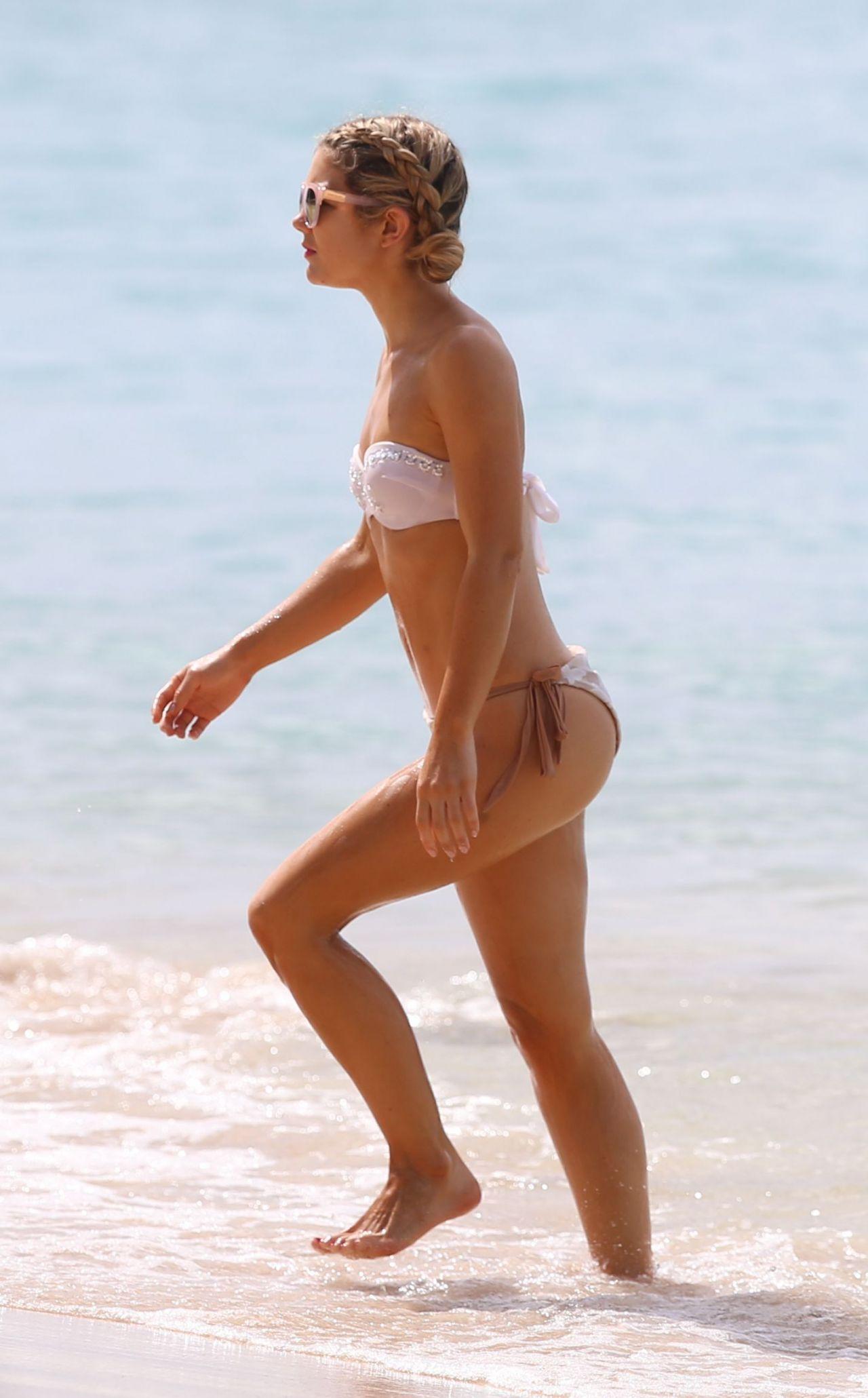 Jessica Rose Moor in Bikini on the beach in Barbados Pic 1 of 35