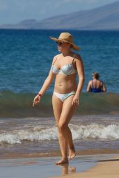 Jodie Sweetin in Bikini on the Beach in Maui