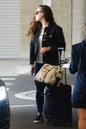 Katherine Langford - Airport in Sydney 12/19/2017