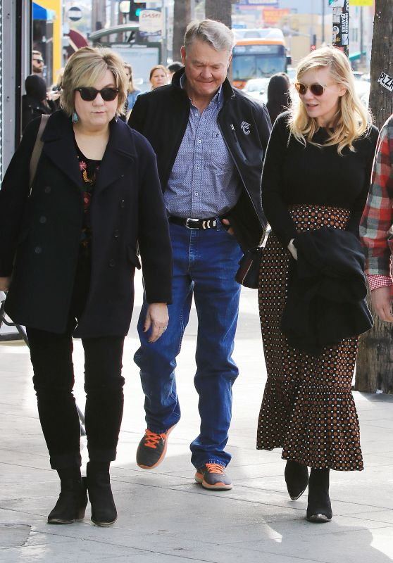 Kirsten Dunst and Jesse Plemons Take His Parents Out For Lunch
