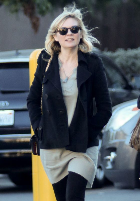 Kirsten Dunst Christmas Shopping with a Friend in Los Angeles