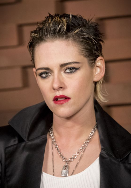Kristen Stewart – Chanel Fashion Show in Hamburg