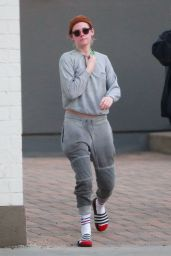 Kristen Stewart Shows Off Her Tummy - Leaves a Spa in Los Angeles