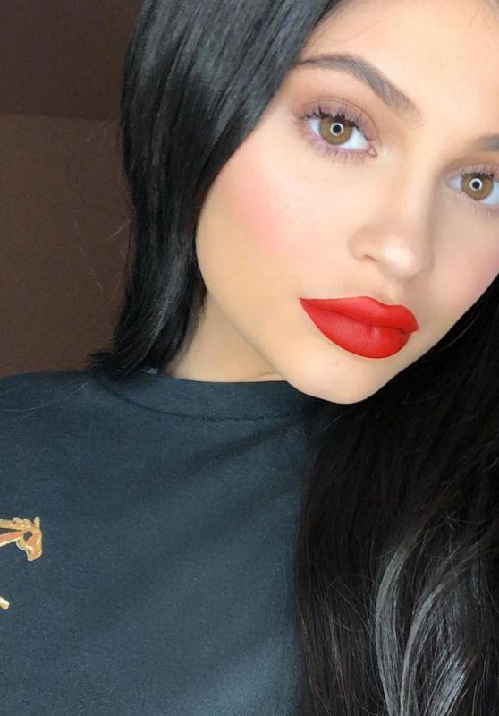 Kylie Jenner - Social Media 12/02/2017