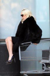 Lady Gaga - Shopping Cart Ride in Malibu 12/21/2017