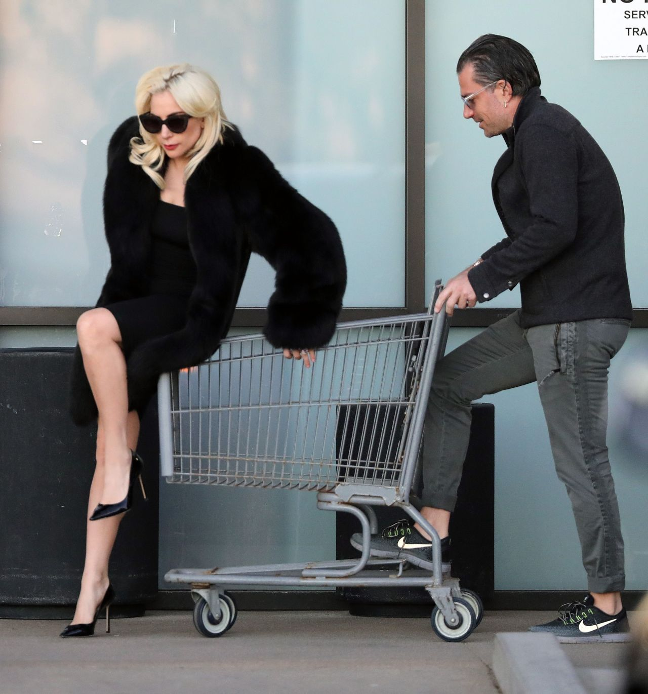 Lady Gaga - Shopping Cart Ride in Malibu 12/21/2017