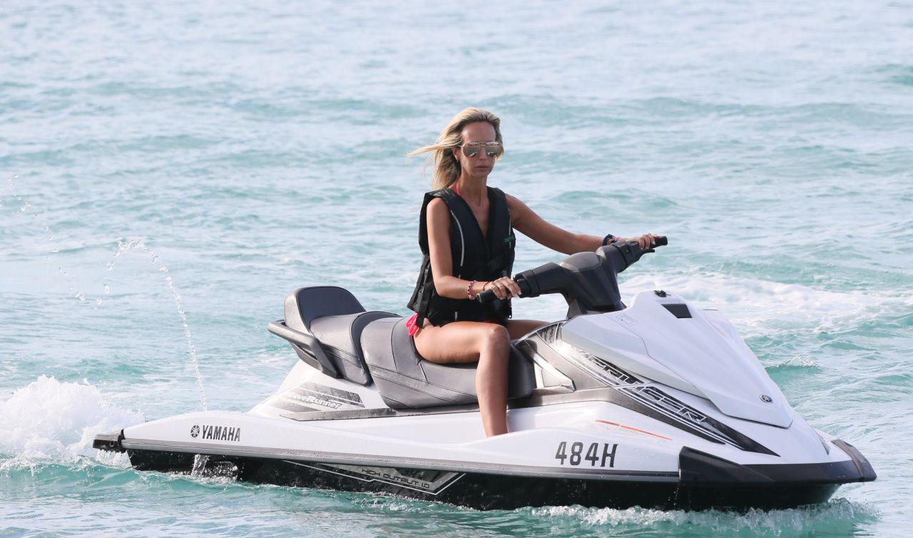 Lady Victoria Hervey in Bikini Boat Party in Barbados Pic 28 of 35