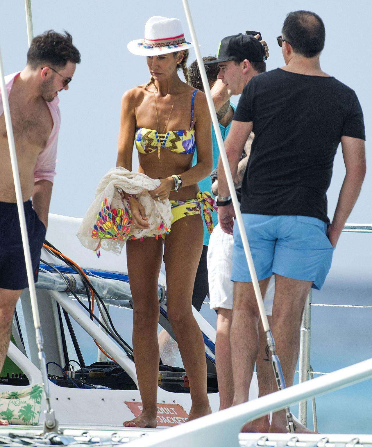 Lady Victoria Hervey in Bikini Boat Party in Barbados Pic 24 of 35