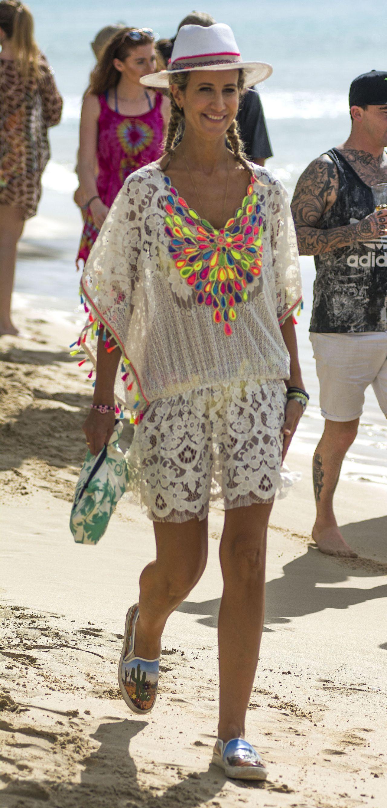 Lady Victoria Hervey in Bikini Boat Party in Barbados Pic 33 of 35