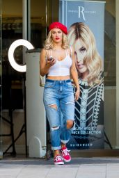 Lana (CJ Perry) in Ripped Jeans - Shopping in Los Angeles