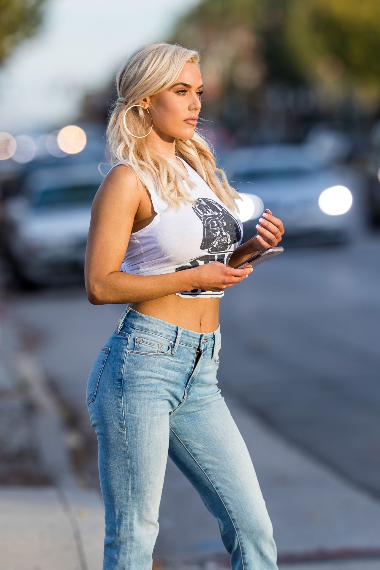 Lana Cj Perry In Tight Star Wars Tee And Jeans In Los
