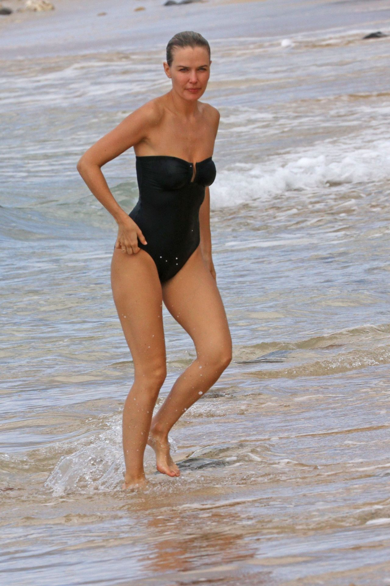 Lara Bingle in Swimsuit - Relaxes on the Beach in Hawaii