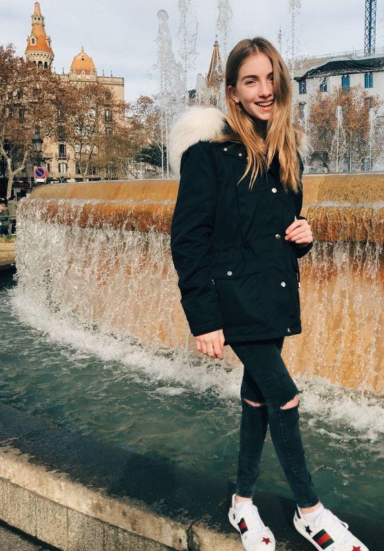 Lauren Orlando - Social Media, December 2017