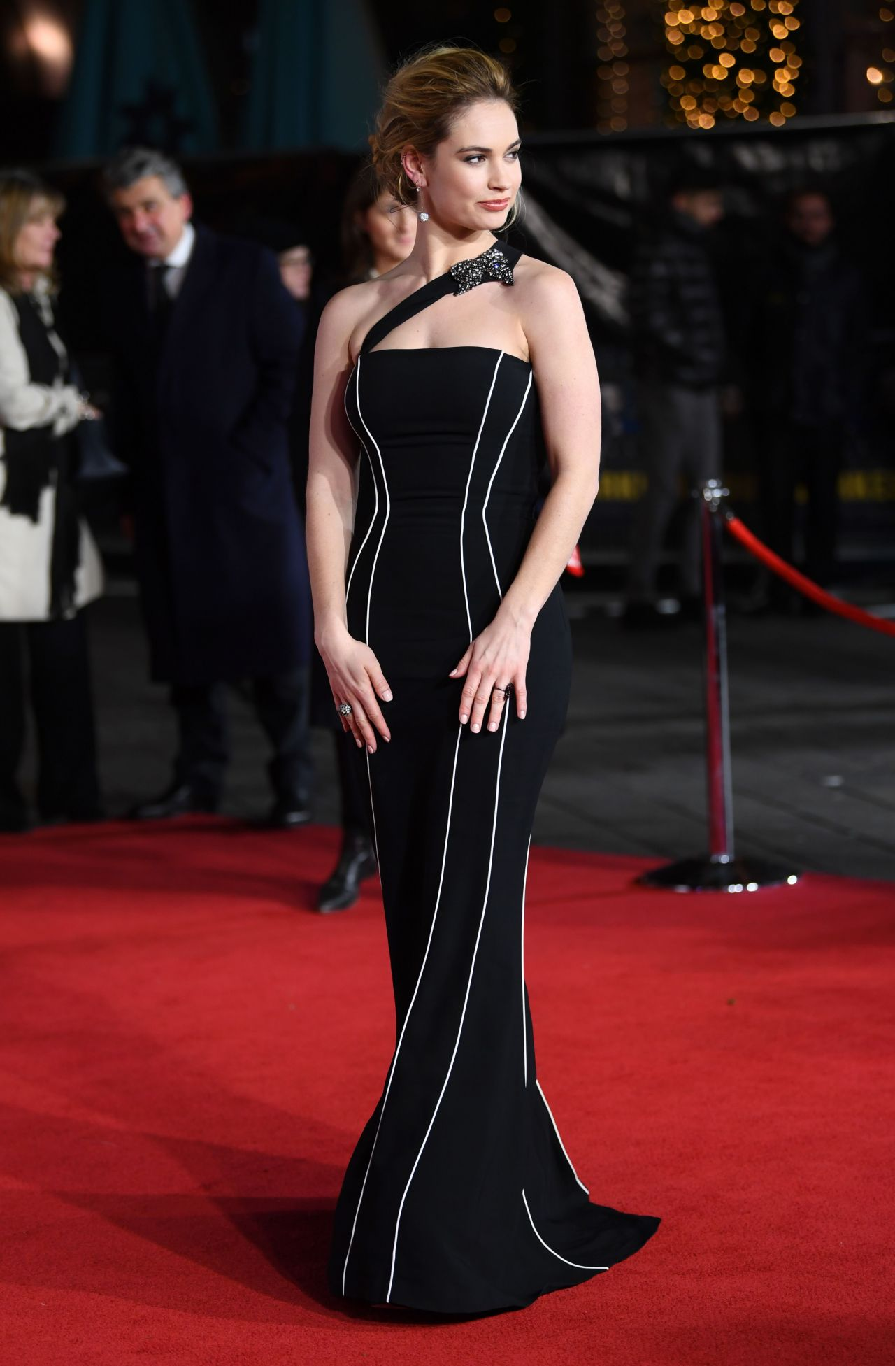 http://celebmafia.com/wp-content/uploads/2017/12/lily-james-darkest-hour-premiere-in-london-2.jpg