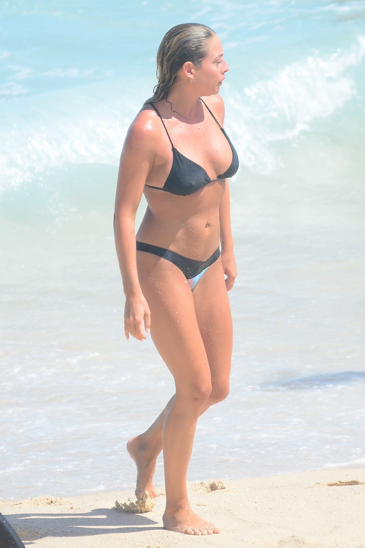 Lisa Clarke in Black Bikini at Tamarama Beach in Sydney Pic 29 of 35