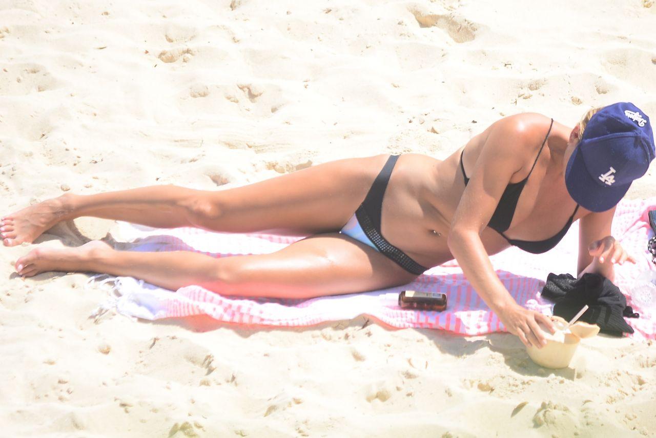 Lisa Clarke in Black Bikini at Tamarama Beach in Sydney Pic 5 of 35