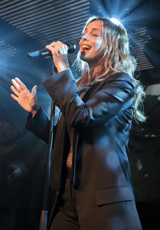Louise Redknapp Performing Her First Live show at Chelsea Football Club