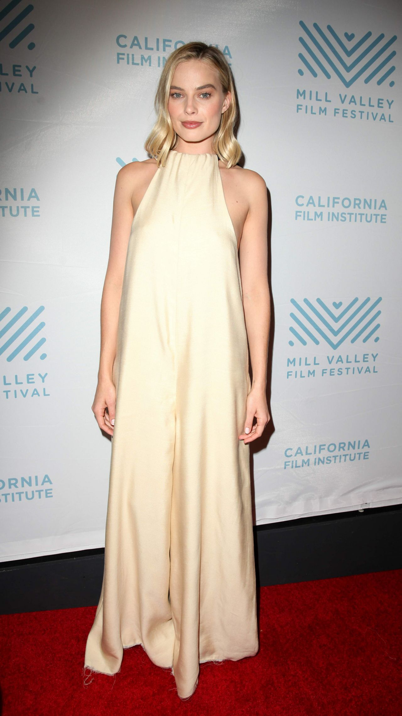 http://celebmafia.com/wp-content/uploads/2017/12/margot-robbie-california-film-institute-premiere-of-i-tonya-in-san-rafael-12-02-2017-2.jpg