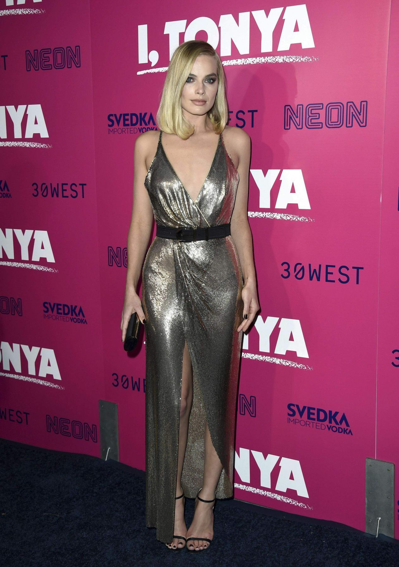 http://celebmafia.com/wp-content/uploads/2017/12/margot-robbie-i-tonya-premiere-in-hollywood-2.jpg