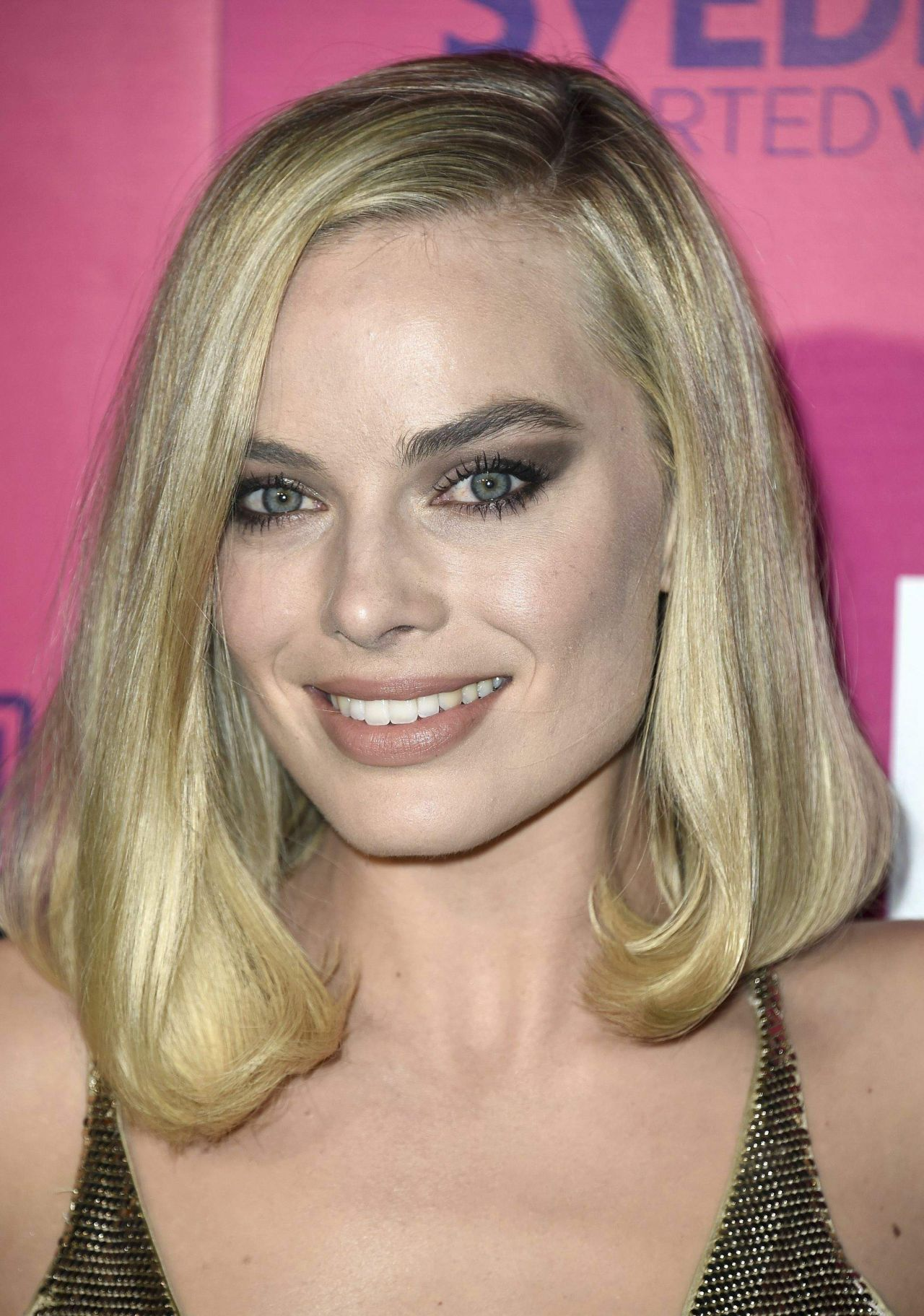 http://celebmafia.com/wp-content/uploads/2017/12/margot-robbie-i-tonya-premiere-in-hollywood-3.jpg