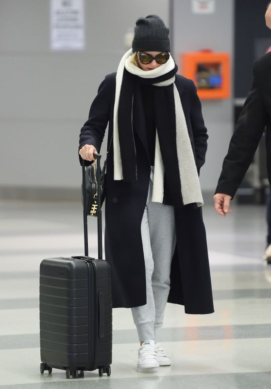 Margot Robbie in Travel Outfit - JFK Airport in NYC 12/12/2017