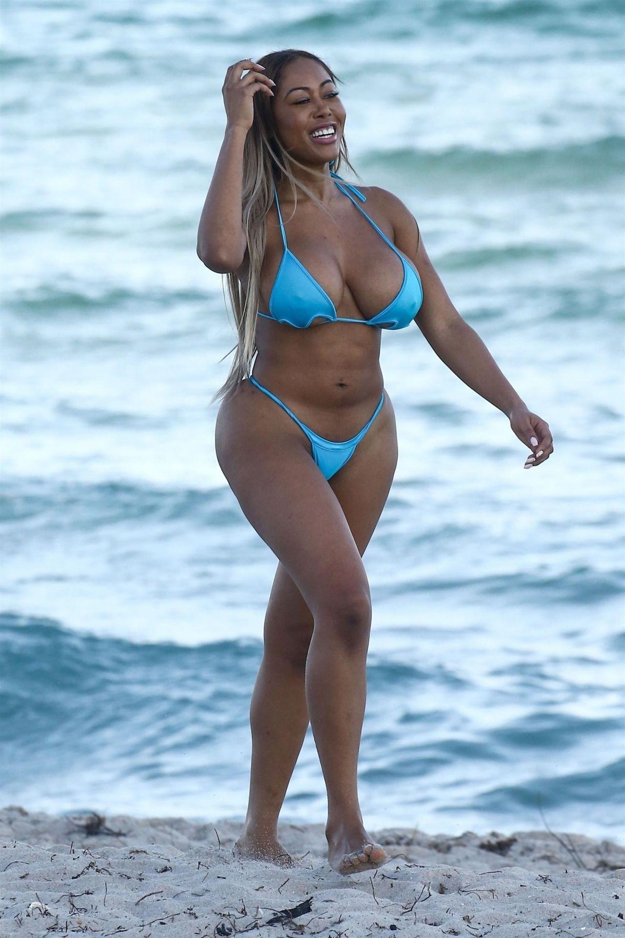 Moriah Mills in Bikini Photoshoot on the beach in Miami Pic 24 of 35