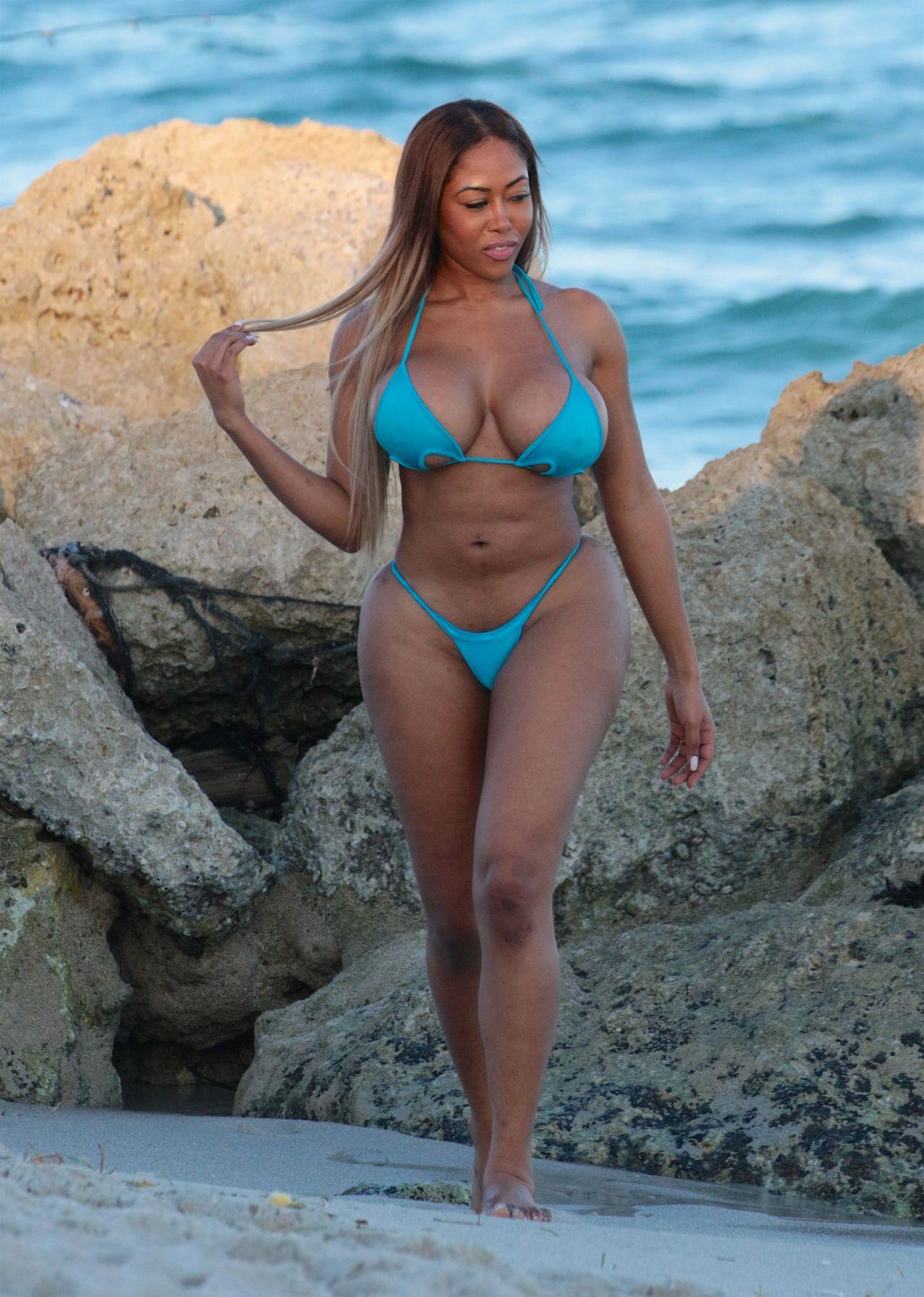 Moriah Mills in Bikini Photoshoot on the beach in Miami Pic 22 of 35