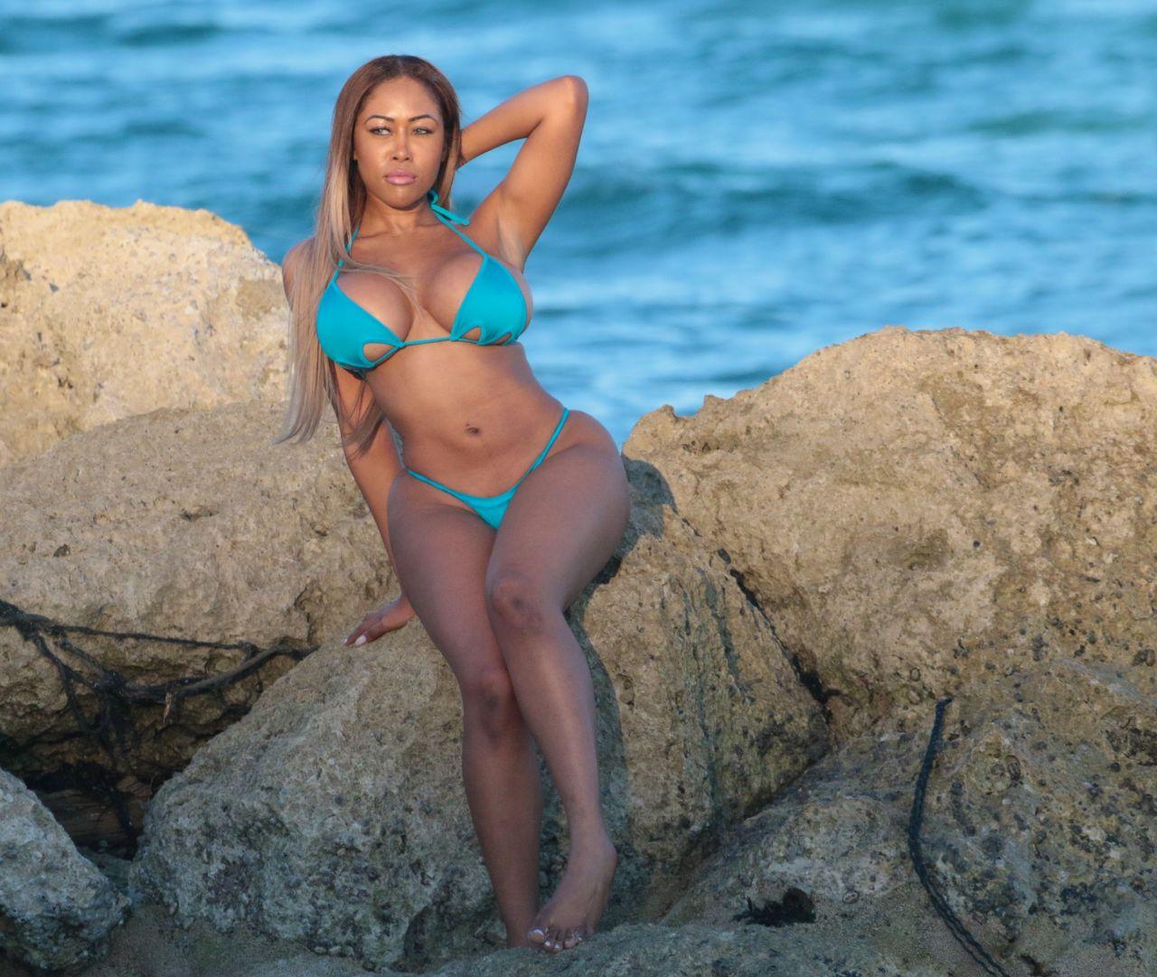 Moriah Mills in Bikini Photoshoot on the beach in Miami Pic 30 of 35
