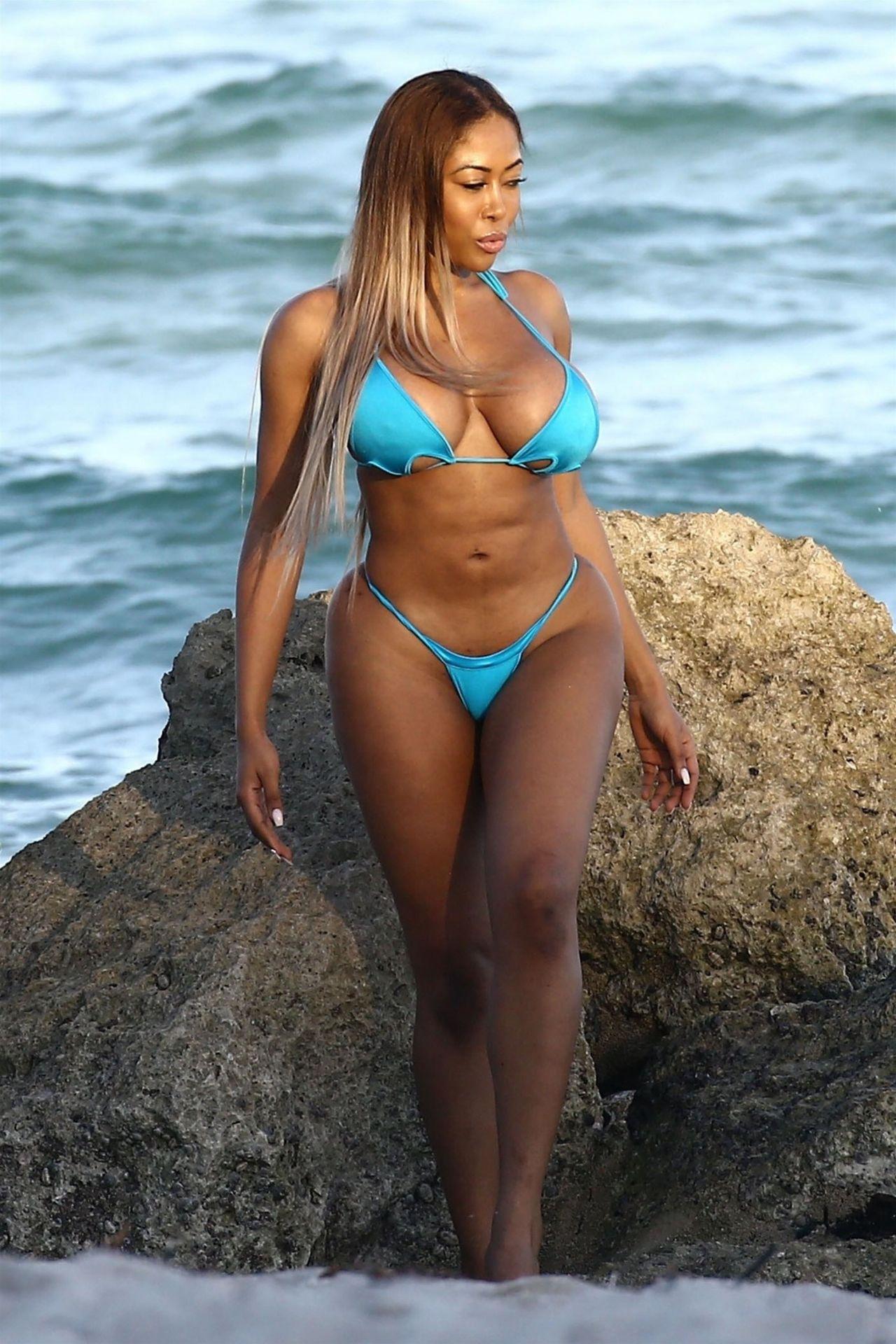 Moriah Mills in Bikini Photoshoot on the beach in Miami Pic 15 of 35