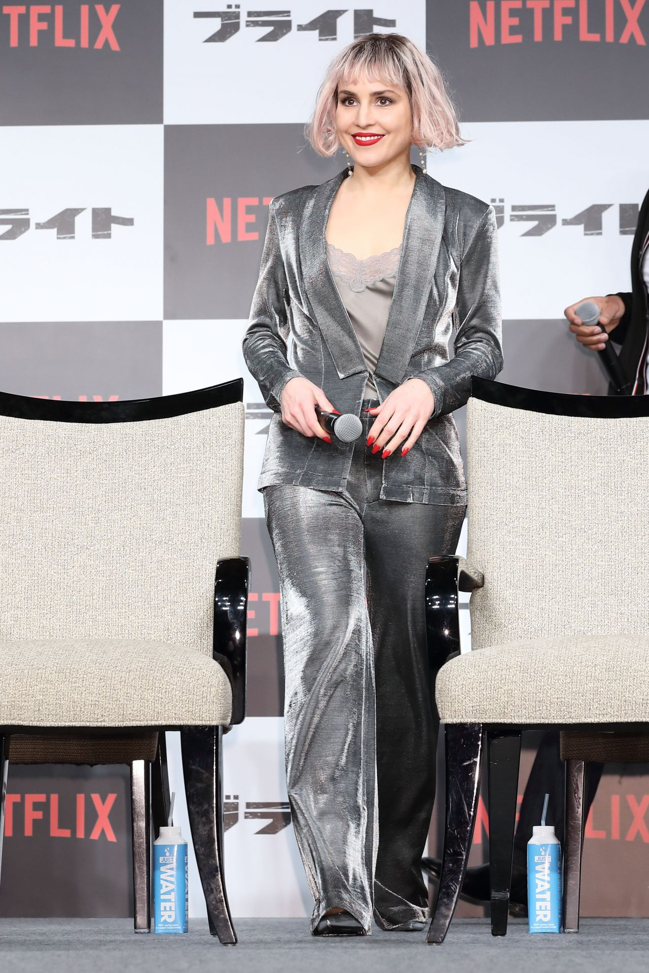http://celebmafia.com/wp-content/uploads/2017/12/noomi-rapace-bright-photocall-and-premiere-in-tokyo-7.jpg