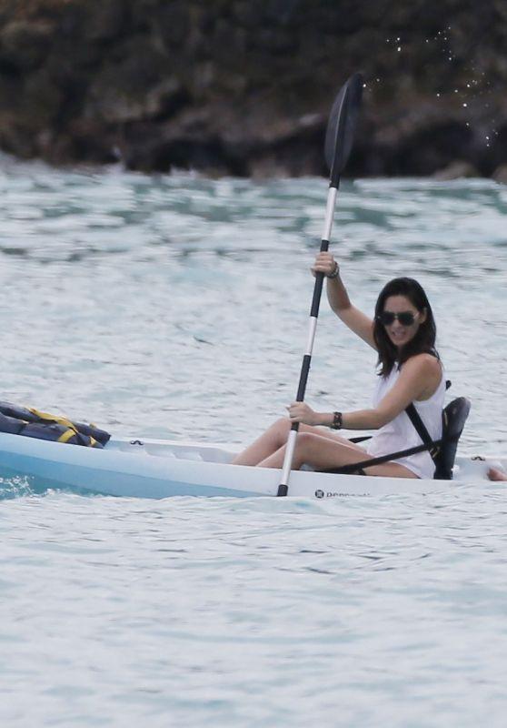 Olivia Munn in a Kayak - Vacation in Hawaii 12/11/2017