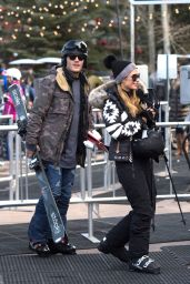 Paris Hilton and Her Boyfriend Head to go Skiing in Aspen