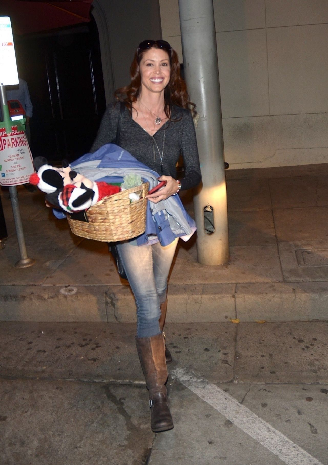 Shannon Elizabeth Leaving Craigs In West Hollywood 12 10
