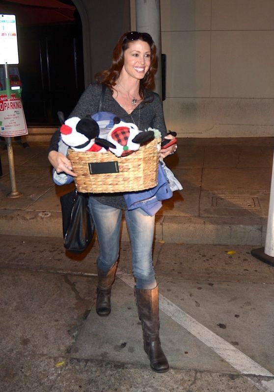 Shannon Elizabeth - Leaving Craigs in West Hollywood 12/10/2017
