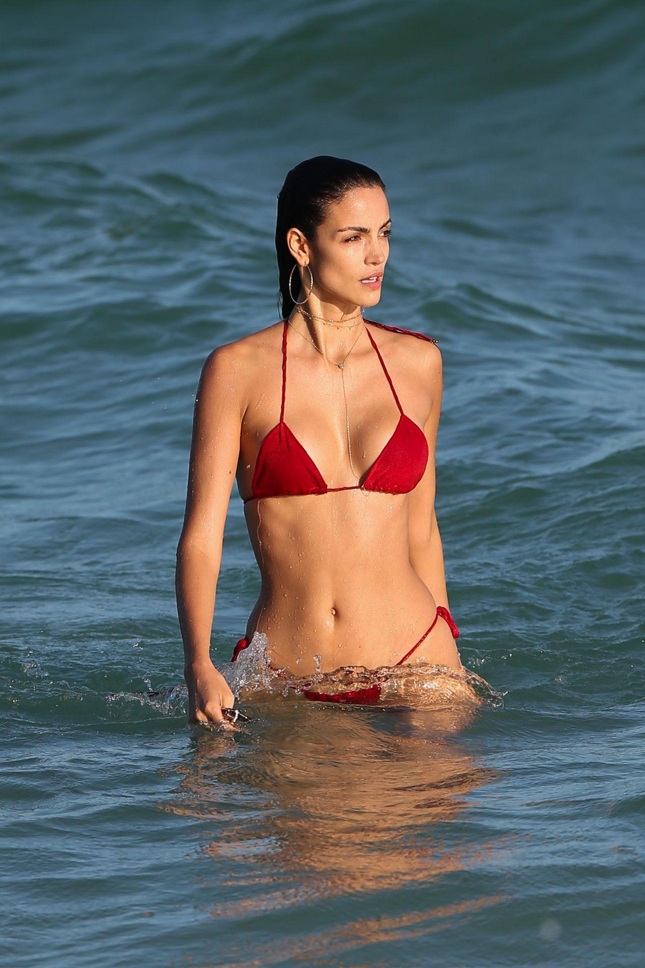 Sofia Resing in Skimpy Red Bikini in Miami Pic 8 of 35