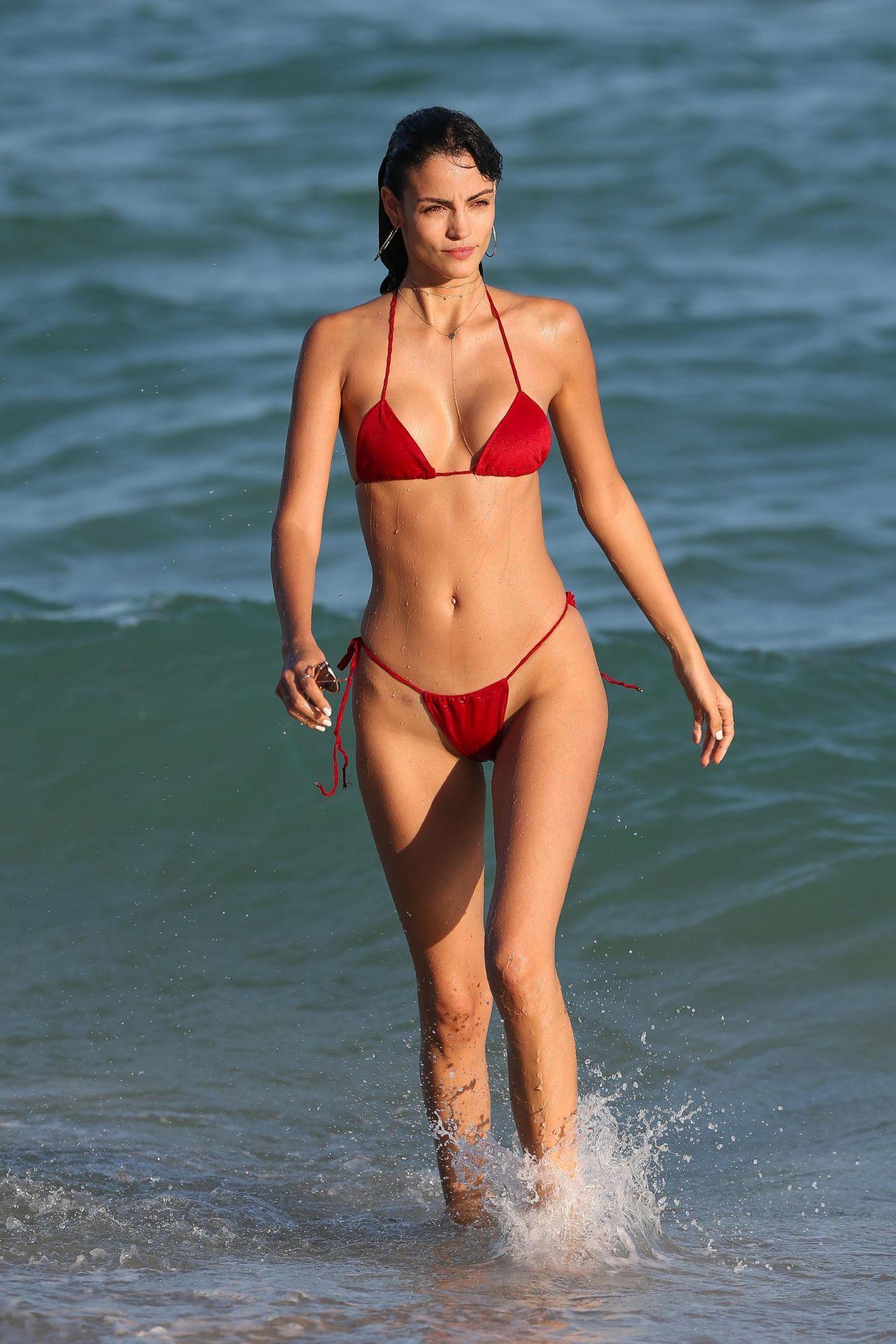 Sofia Resing in Skimpy Red Bikini in Miami Pic 1 of 35