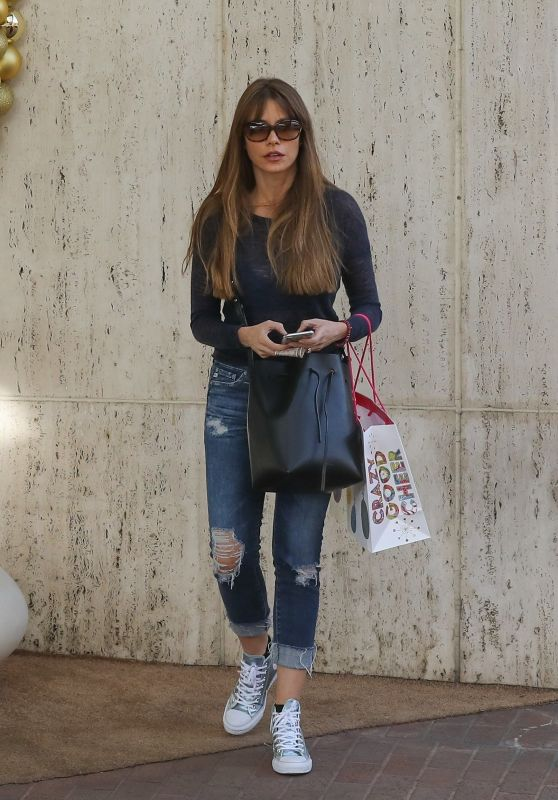 Sofia Vergara - Shopping at Neiman Marcus in Los Angeles