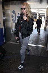Stella Maxwell Street Style - Arrives at LAX Airport