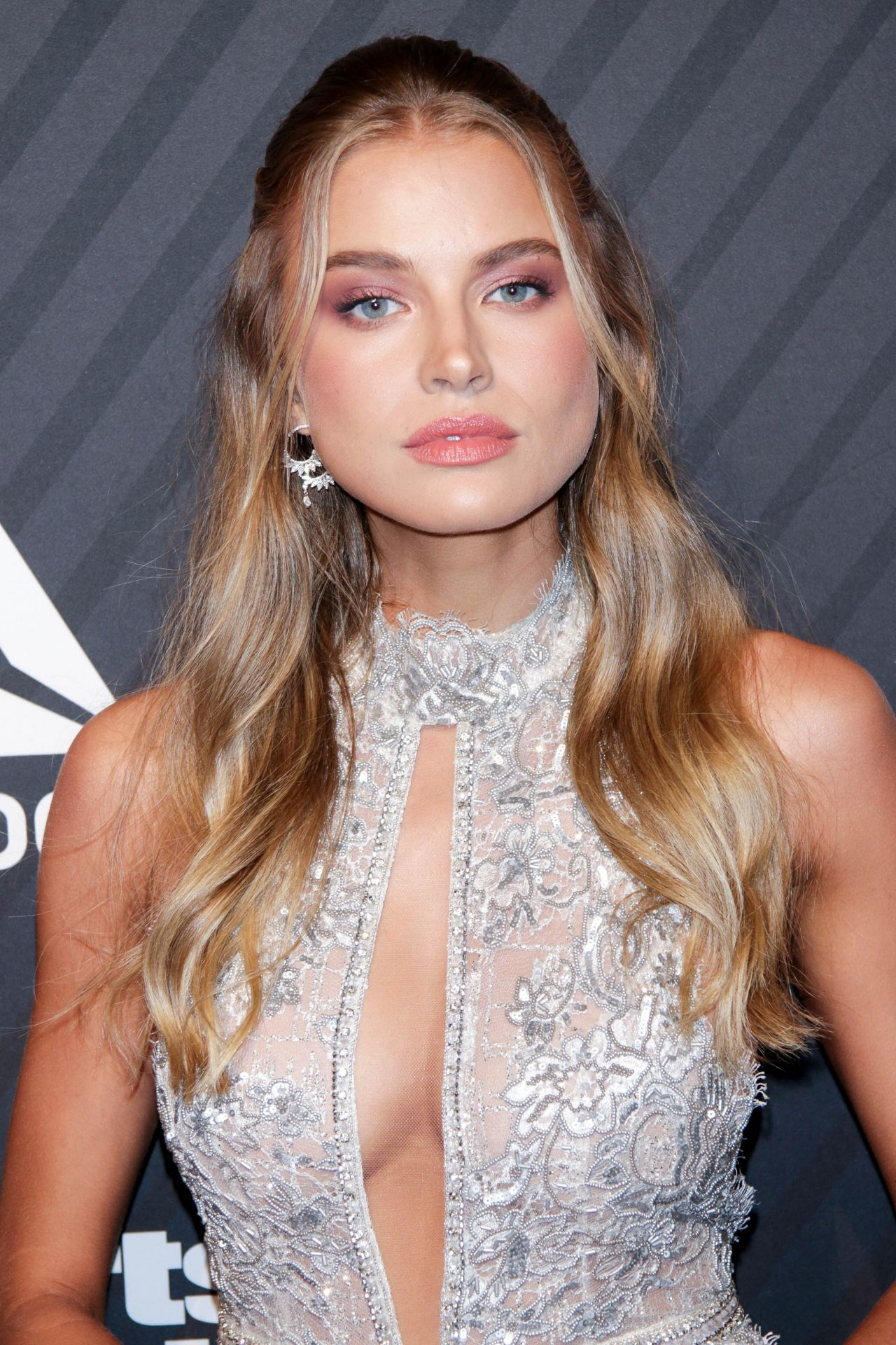 naked (42 photos), Cleavage Celebrites images